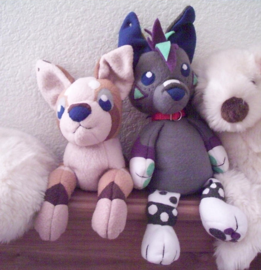 Blue plushies chillin by Miiroku