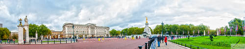 Buckingham Palace Panorama by deviouselite