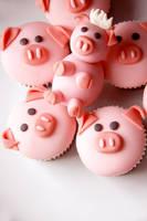 Piggy Cupcakes by A-Cheek
