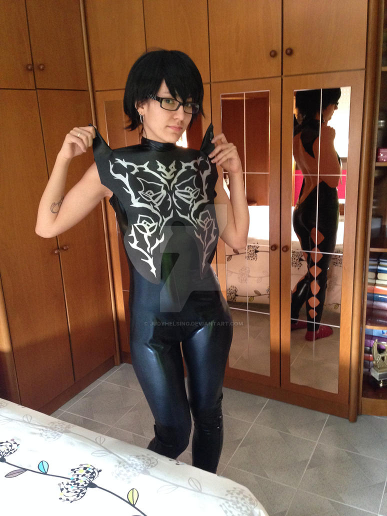 Bayonetta 2 - The jacket's silver sewings ~~ by JudyHelsing