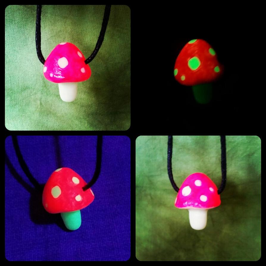 mushroom necklace by mariquack