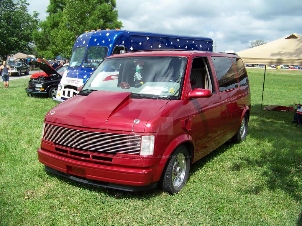 Custom Chevy Astro by iannathedriveress