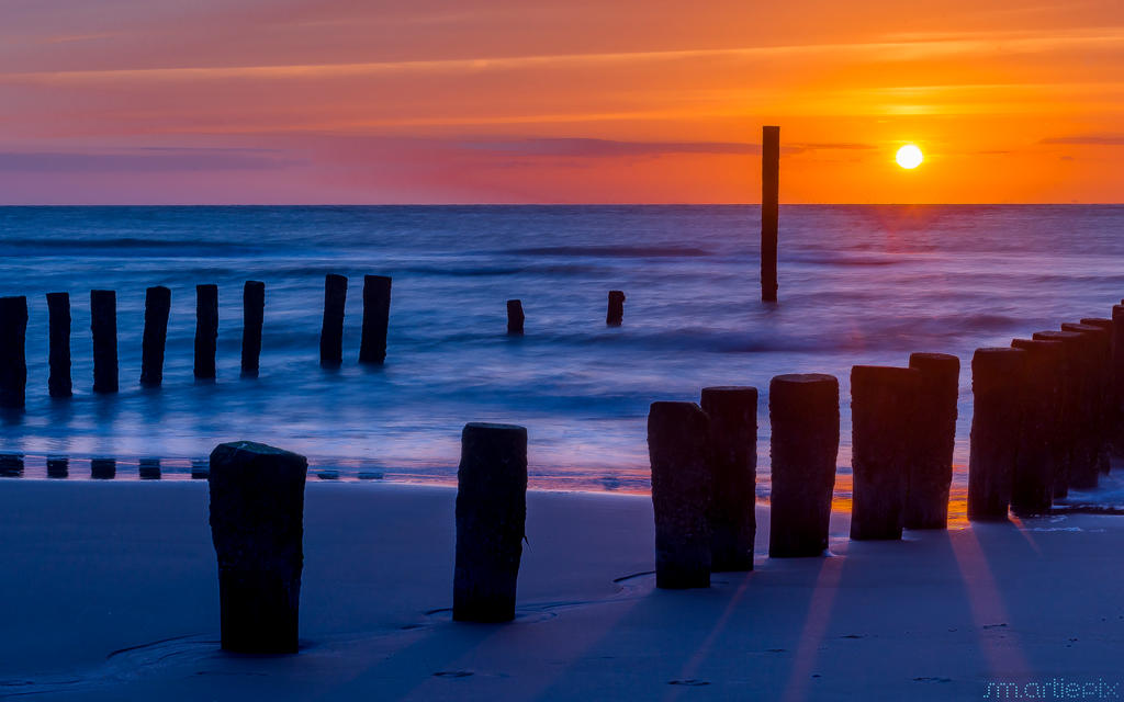 Groynes leaving for the night by smartiepix