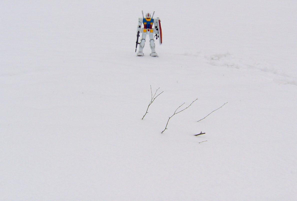 Sad Gundam in Snow by mugoi-usagi