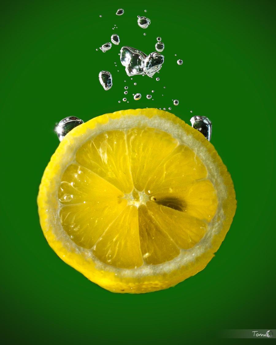 Lemon splash by TomazKlemensak