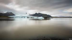 Glacier lake Fjallsarlon