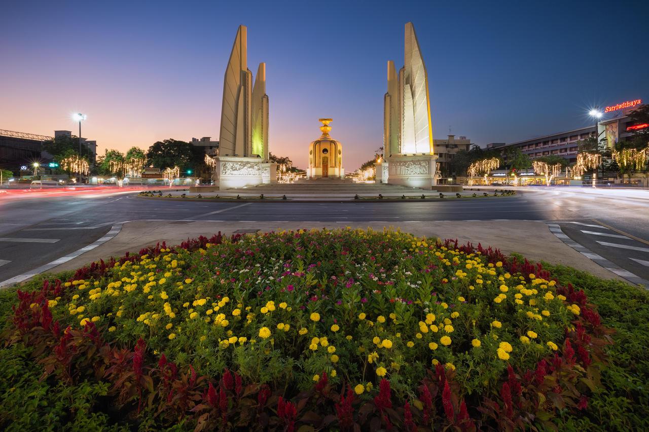 Democracy Monument by TomazKlemensak on DeviantArt