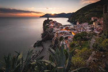 Vernazza village by TomazKlemensak