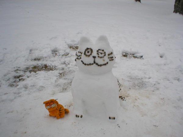 Snow Garfield 'front' by xALPHAxWOLFx