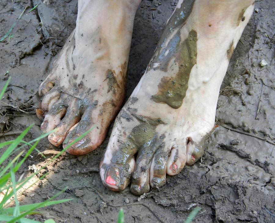 поиск голые девушки в грязи