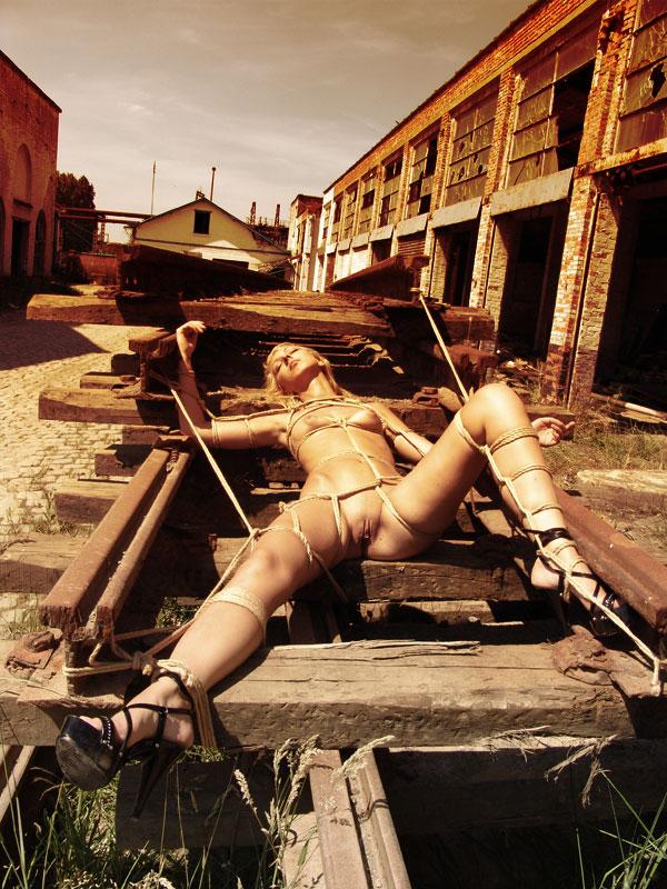 Sunbathing by kinkystyle