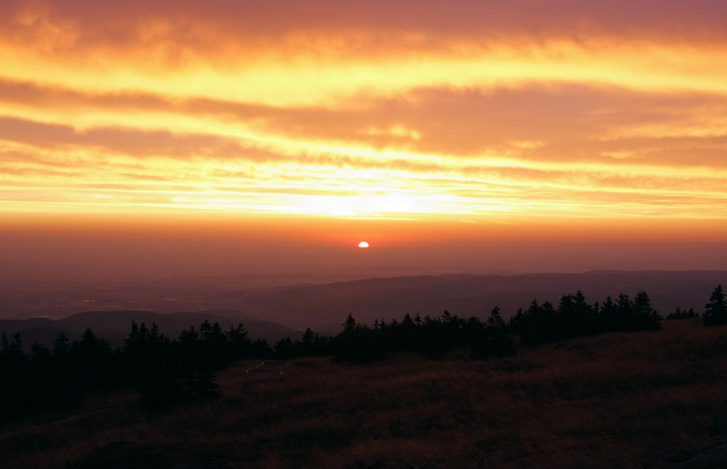 Brocken Morgenroete by Noirerora