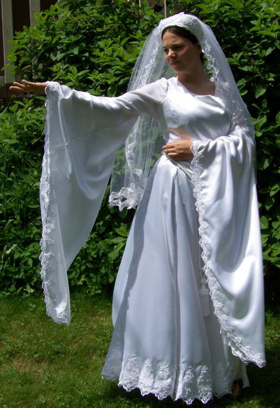 Renaissance wedding gown the lady gwyneviere by daysofourknights on renaissance wedding gown the lady gwyneviere by daysofourknights junglespirit Gallery