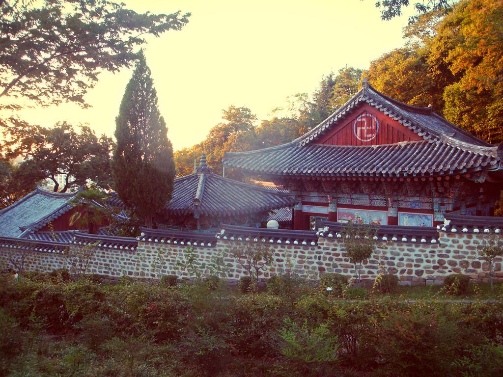 Jinju temple by aminteitha