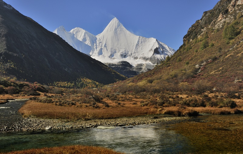 Yangmaiyong mountain, Daocheng, China by laogephoto