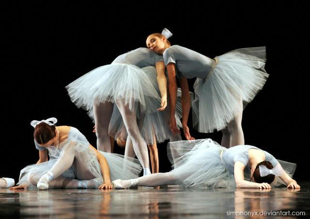 Balerina - Page 2 Ballet_by_simphonyx