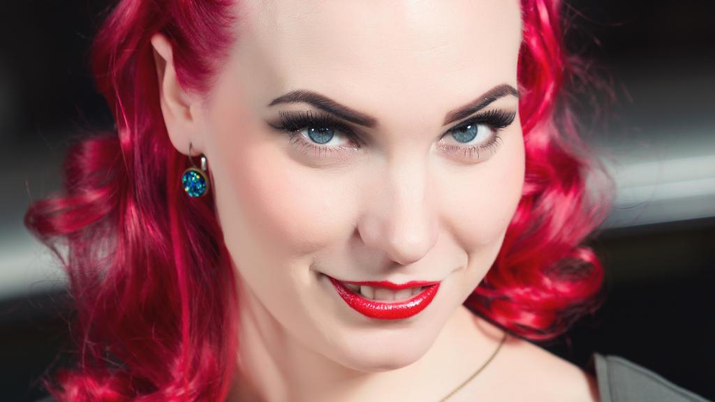 Nina Gesicht by abuethe