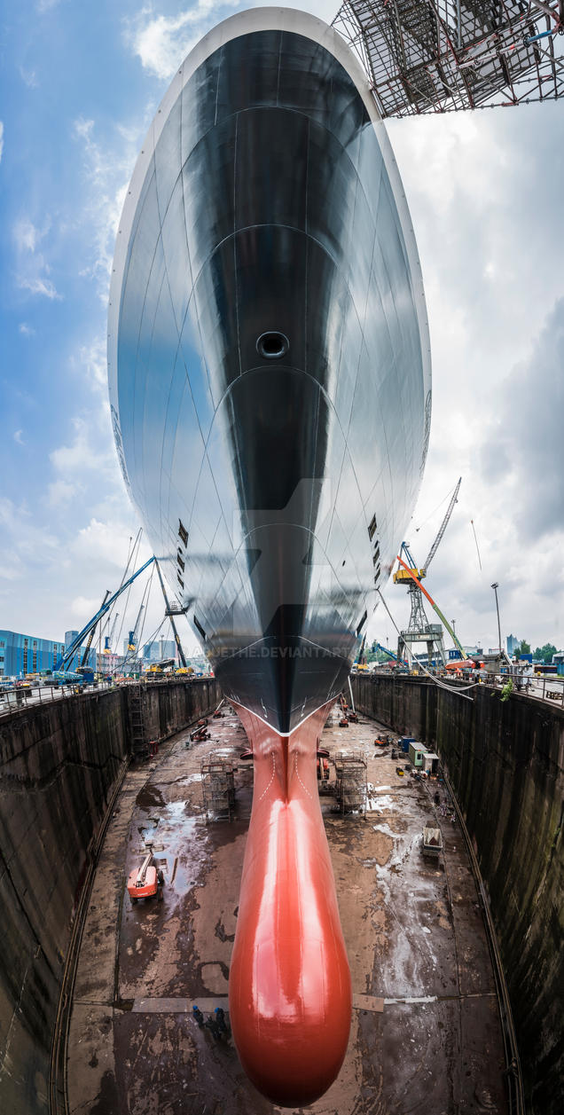Queen Mary 2 @ Blohm and Voss Dock Elbe 17 by abuethe