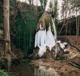 Water is falling. by ragekay