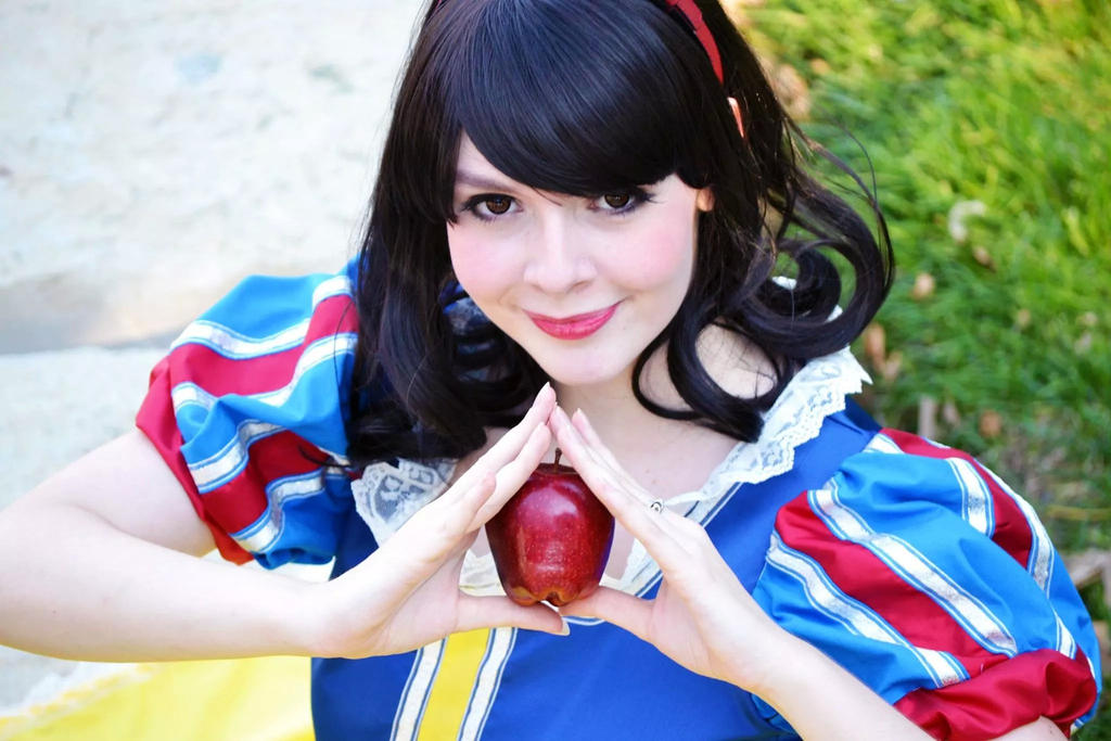 Snow White by 4AMCosplay