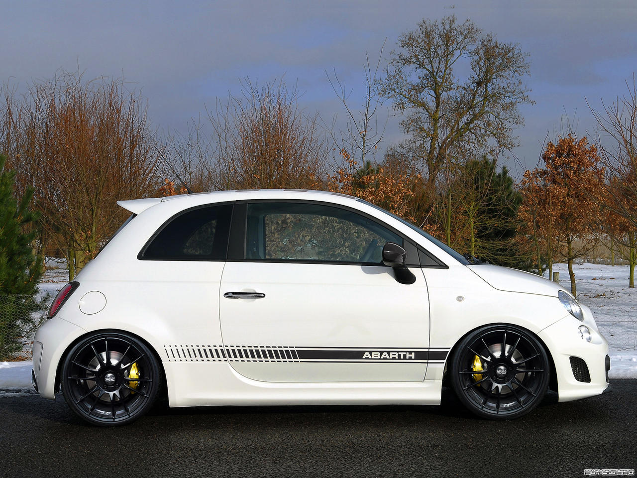 fiat 500 abarth slightly tuned by pisci. Black Bedroom Furniture Sets. Home Design Ideas
