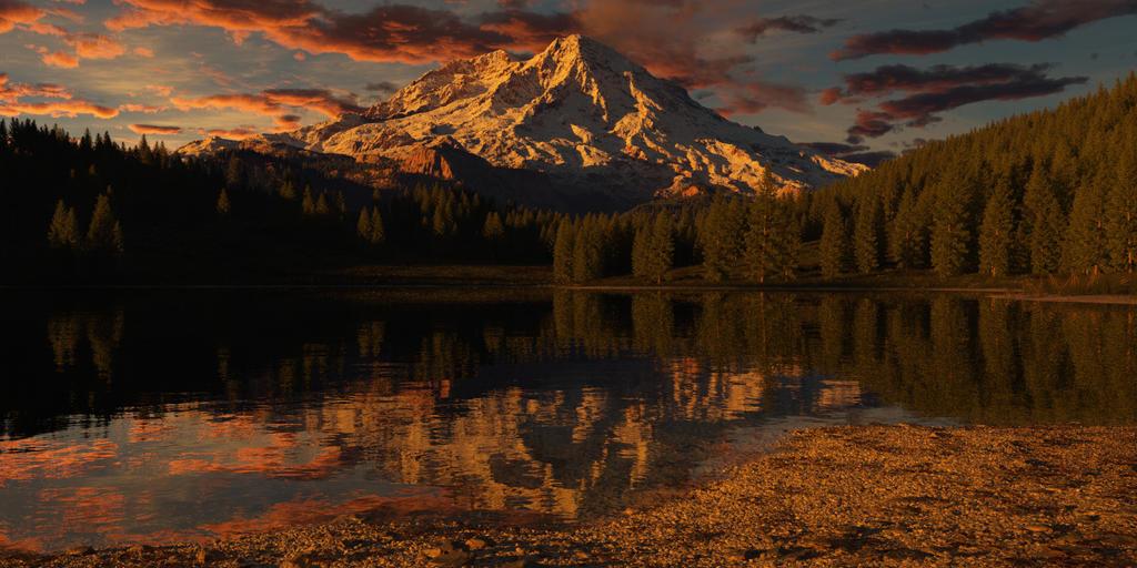 good night Mt Rainier by SwissAdA