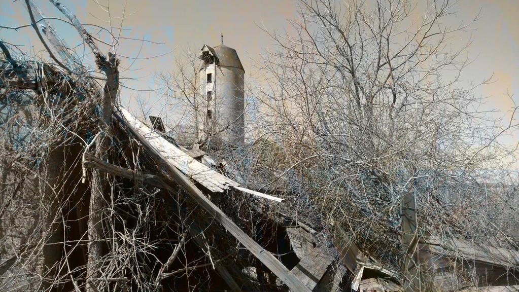 abandoned farm by BlacksmithofAngels