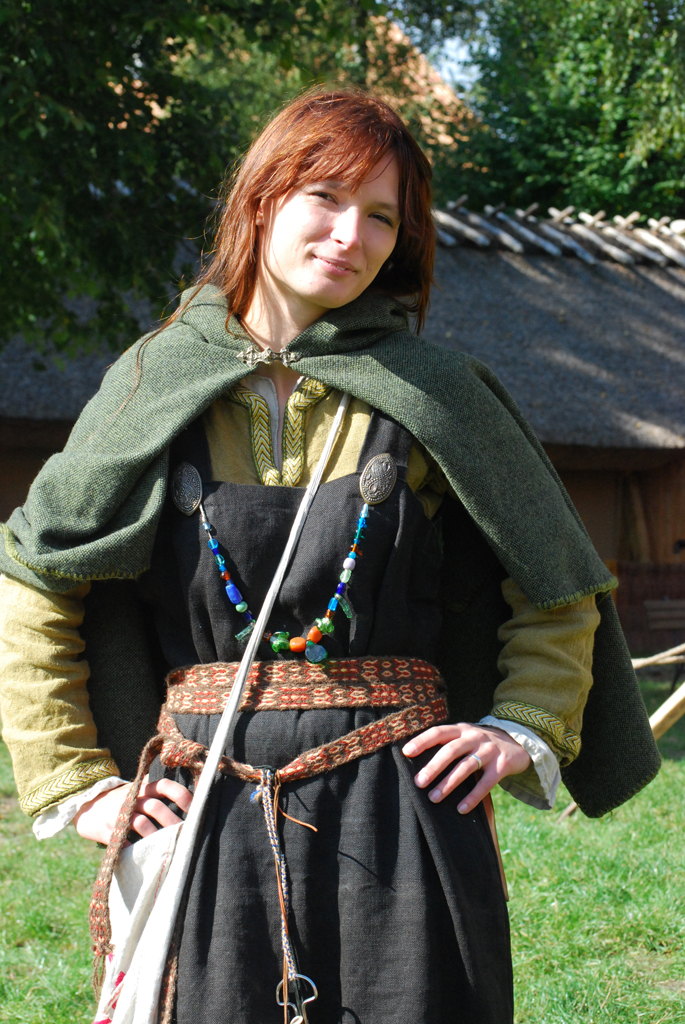 New Vikings All Wore The Same Basic Clothing Styles For Men, A Thick Shirt Known As A Tunic Was Worn Over Trousers Women Wore One Long Dress, Floor Or Ankle Length, With An Apronstyle Dress Over It The Apron Dress Hung From Straps Over The