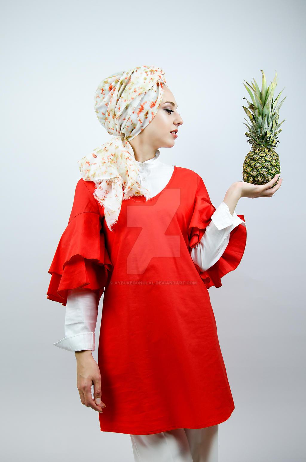Pineapple. by aybukegonulal