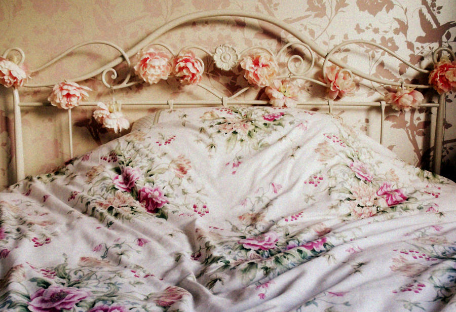 Matrimonio Bed Of Rose : Bed of roses by clairey on deviantart