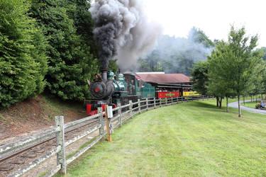 Tweetsie Railroad Train getting closer