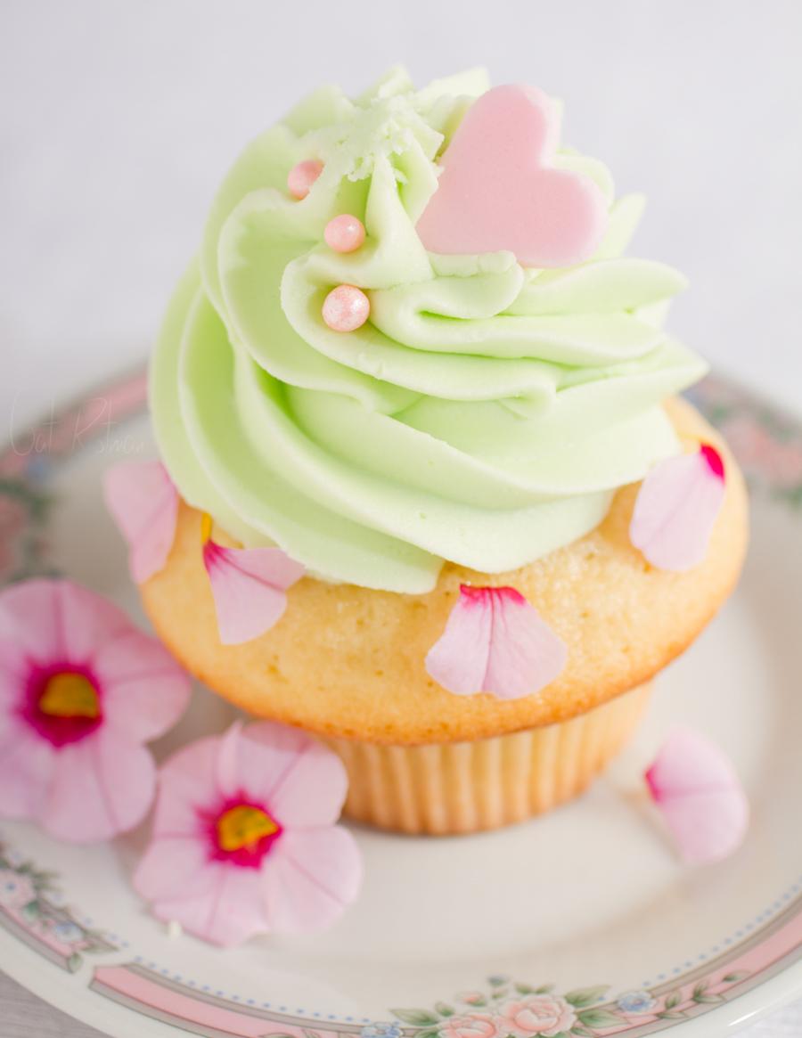 Vanilla_cupcake (III) by xxgatxx