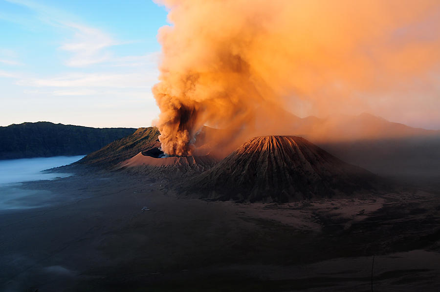 Sunrise, Bromo vulcano, Indonesia by Eliansito