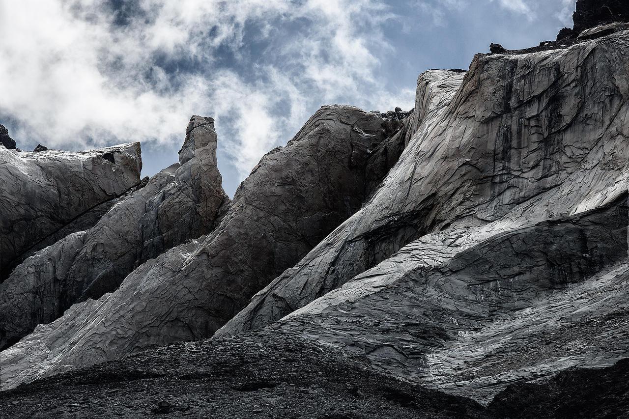 Walls of Cuernos by jViks