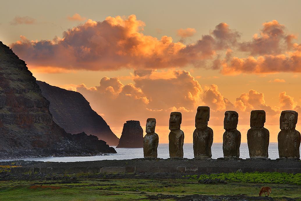 Tongariki sunrise by jViks