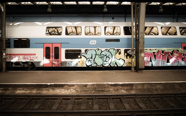 wallpaper graffiti train by clavette33