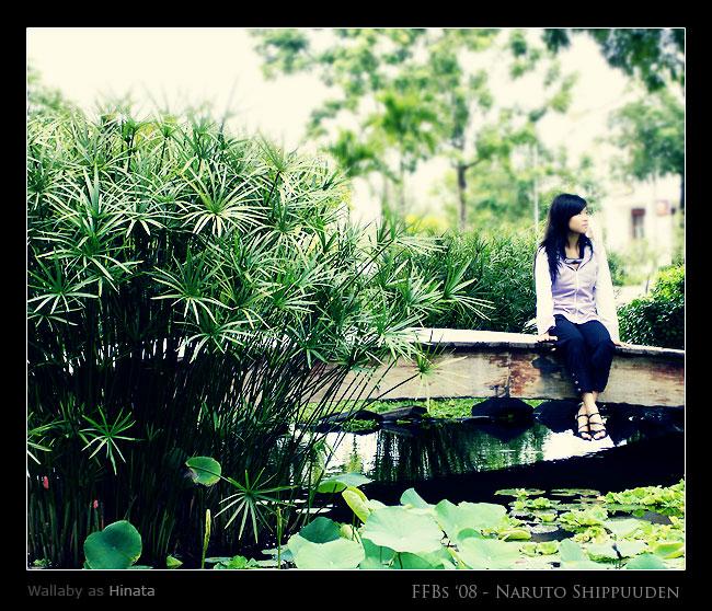 http://fc43.deviantart.com/fs37/f/2008/240/1/e/Hyuga_Family__Hinata_by_klausious.jpg