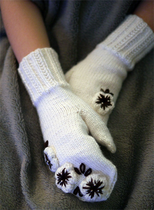 Beautiful Mittens by lovebiser