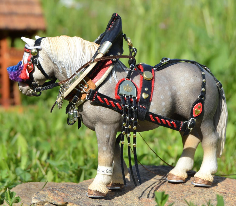 A proud farm horse, again by mojcaj
