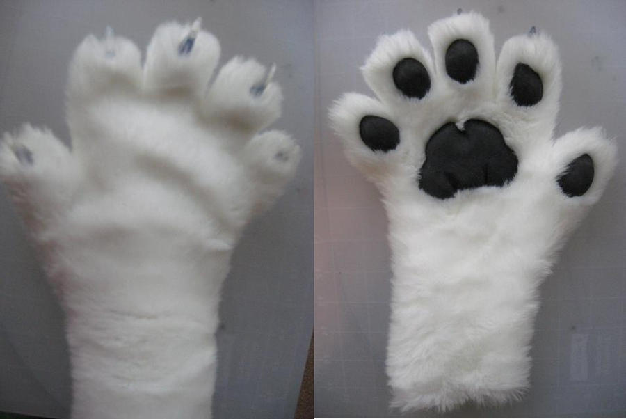Feline paws by Monoyasha
