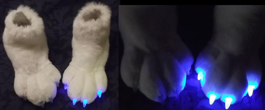 LED glow feet by Monoyasha