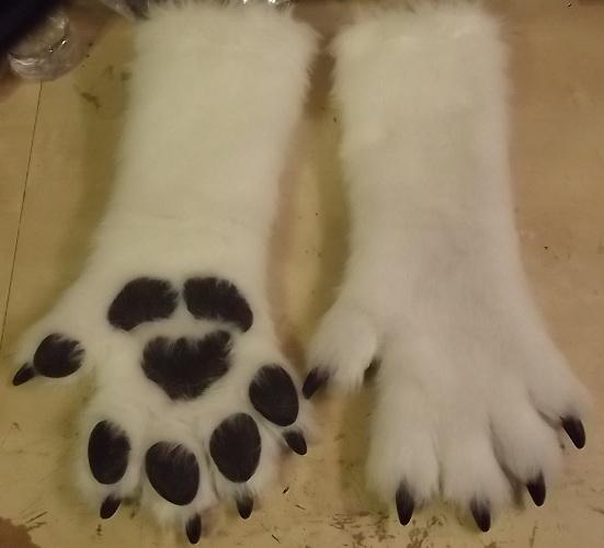 Maglot's Paws by Monoyasha
