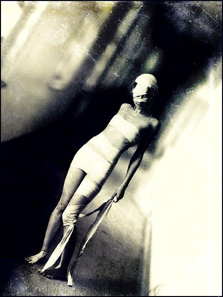 http://fc05.deviantart.net/fs70/f/2010/045/f/c/Creepy_by_UnChienAndalou.jpg