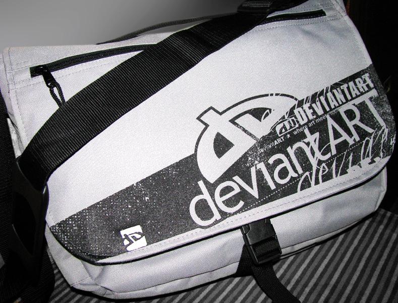 DeviantArt Messenger Bag by Flahorn