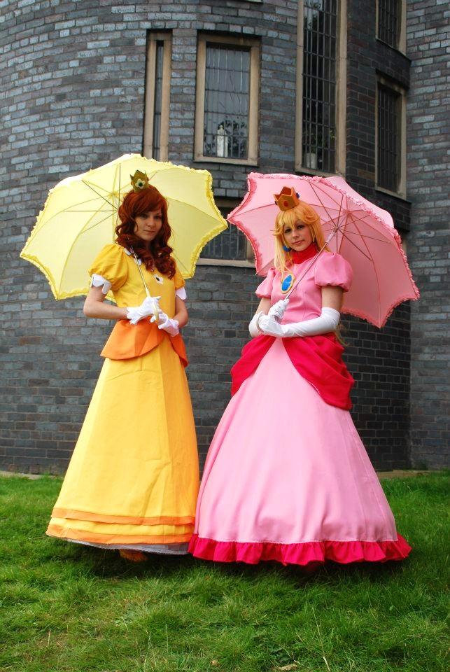 cosplay daisy Peach and