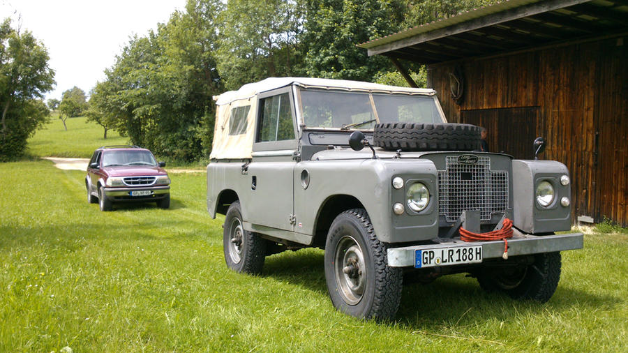 Land Rover by americanwolf97