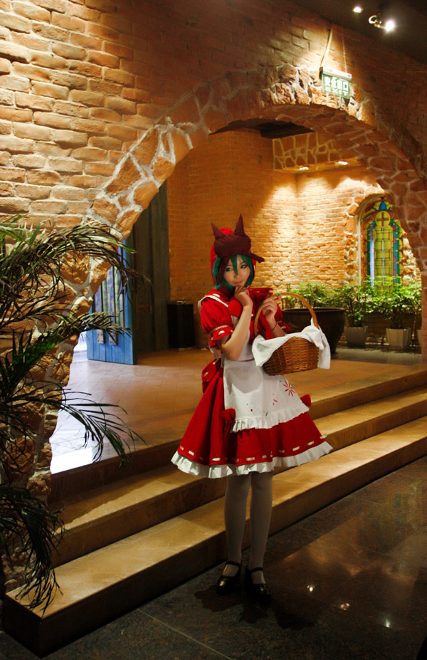 Miku Hatsune Red Riding Hood by kirawinter