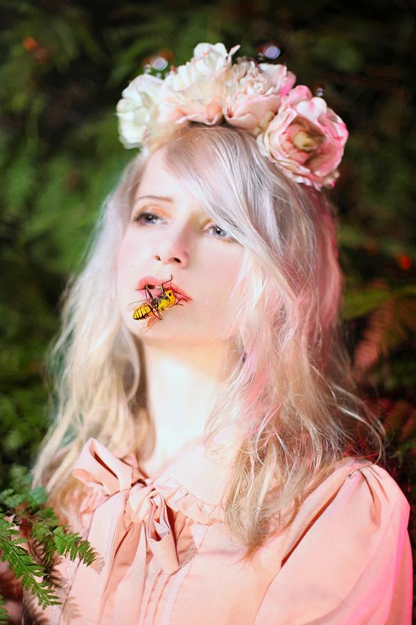 Bee Queen by kirawinter