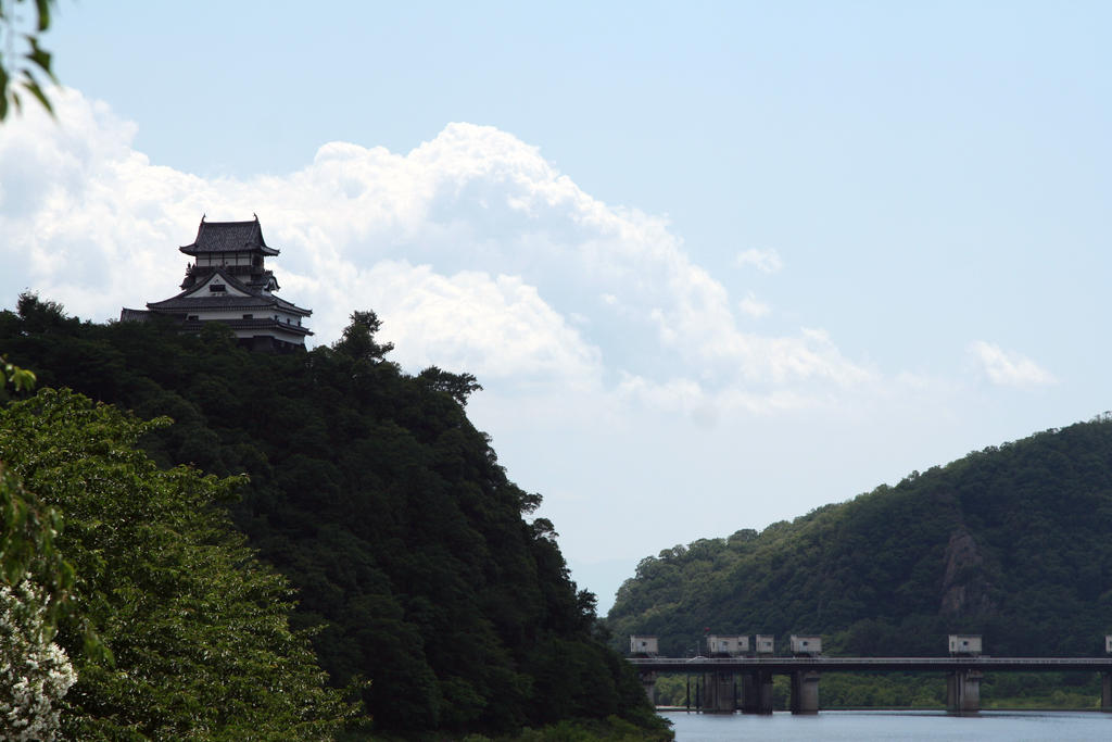 Castle on the Hill by akiestar