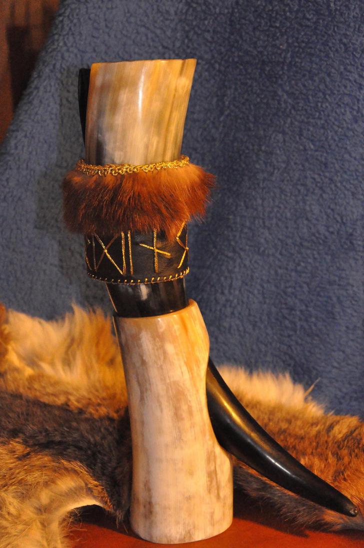 Per Odino (con corno) - For Odin (with horn) by Equitariuum